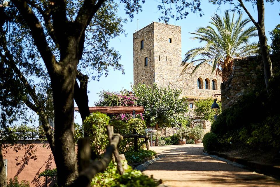 Castell damporda. Castillos Fincas Bodas Girona. Jardines