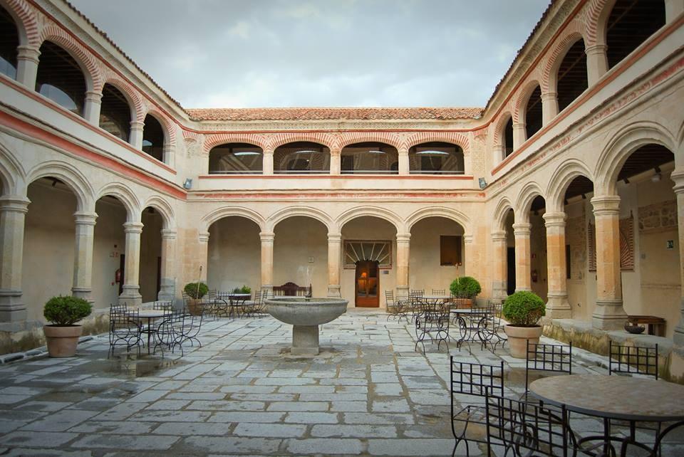 Monasterio San Antonio El Real. Hoteles Encanto Segovia. Claustro 1