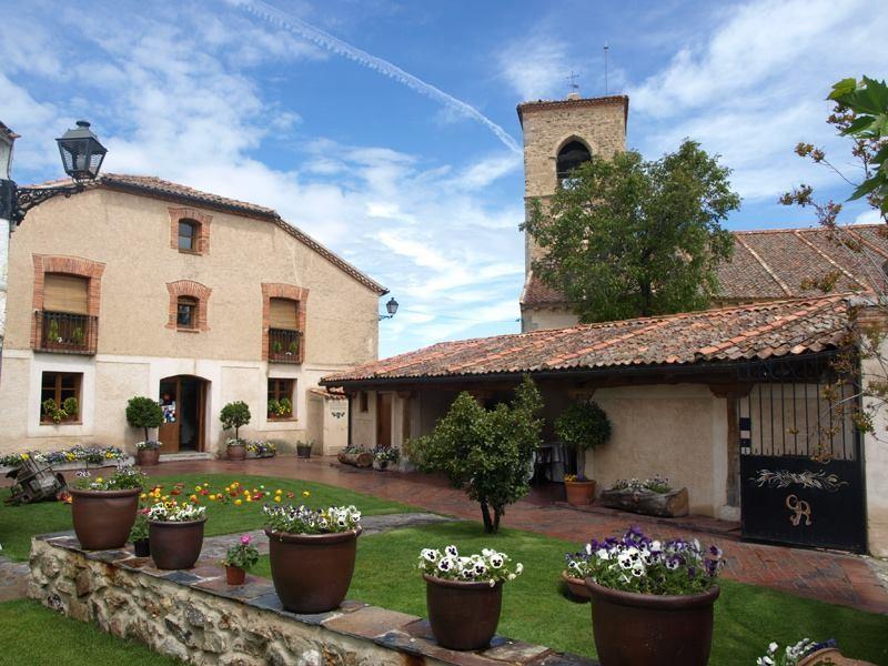 Portada de Mediodía. Restaurantes Encanto Segovia Torrecaballeros. Jardines 5