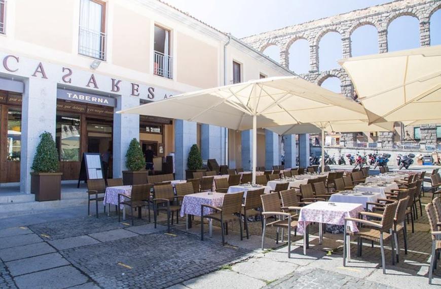 Casares Acueducto. Restaurantes Bodas Segovia. Terraza 3