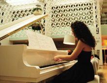 Marta Cascales Alimbau (pianista Y Compositora)