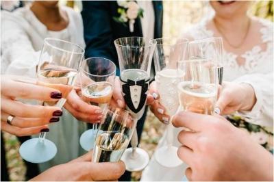 Como realizar un brindis de boda inolvidable