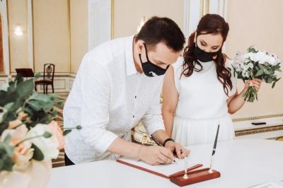 La Comunidad de Madrid prohíbe baile y cocktáil en las bodas