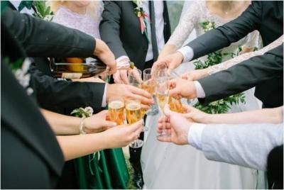 Andalucía sin barra libre y con límite de invitados en las bodas