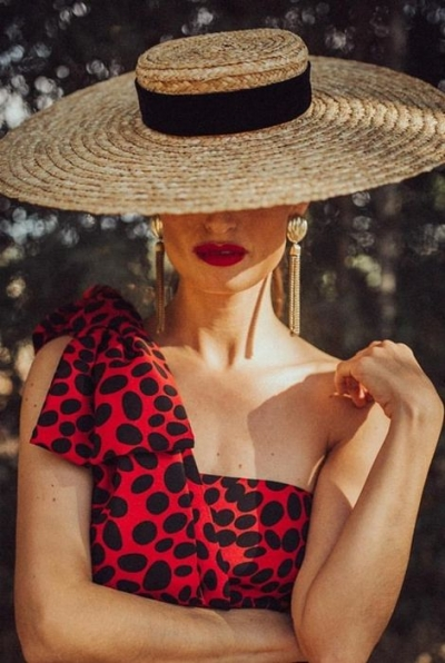 Pamelas y sombreros para invitadas con estilo