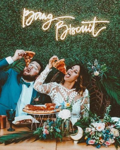 La nueva tendencia en iluminación: las lunes de neón en tu boda