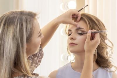 Cómo aplicar el maquillaje para boda si llevas lentillas