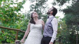 Una boda en la que el novio tocó una canción suya durante la ceremonia