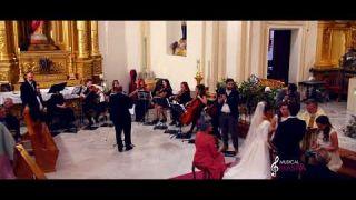 Momento beso de los novios Boda San Nicolás Aleluya cohen orchestra