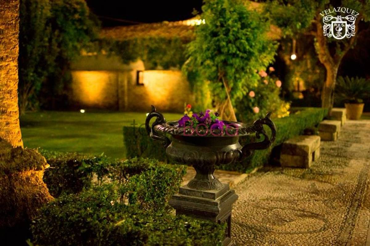 Jardines caballo blanco by catering vel zquez fincas for Jardines caballo blanco