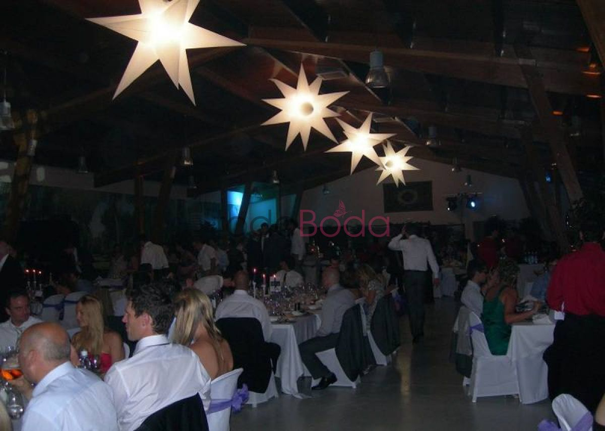 Tu boda en Airstar Space Lighting 1