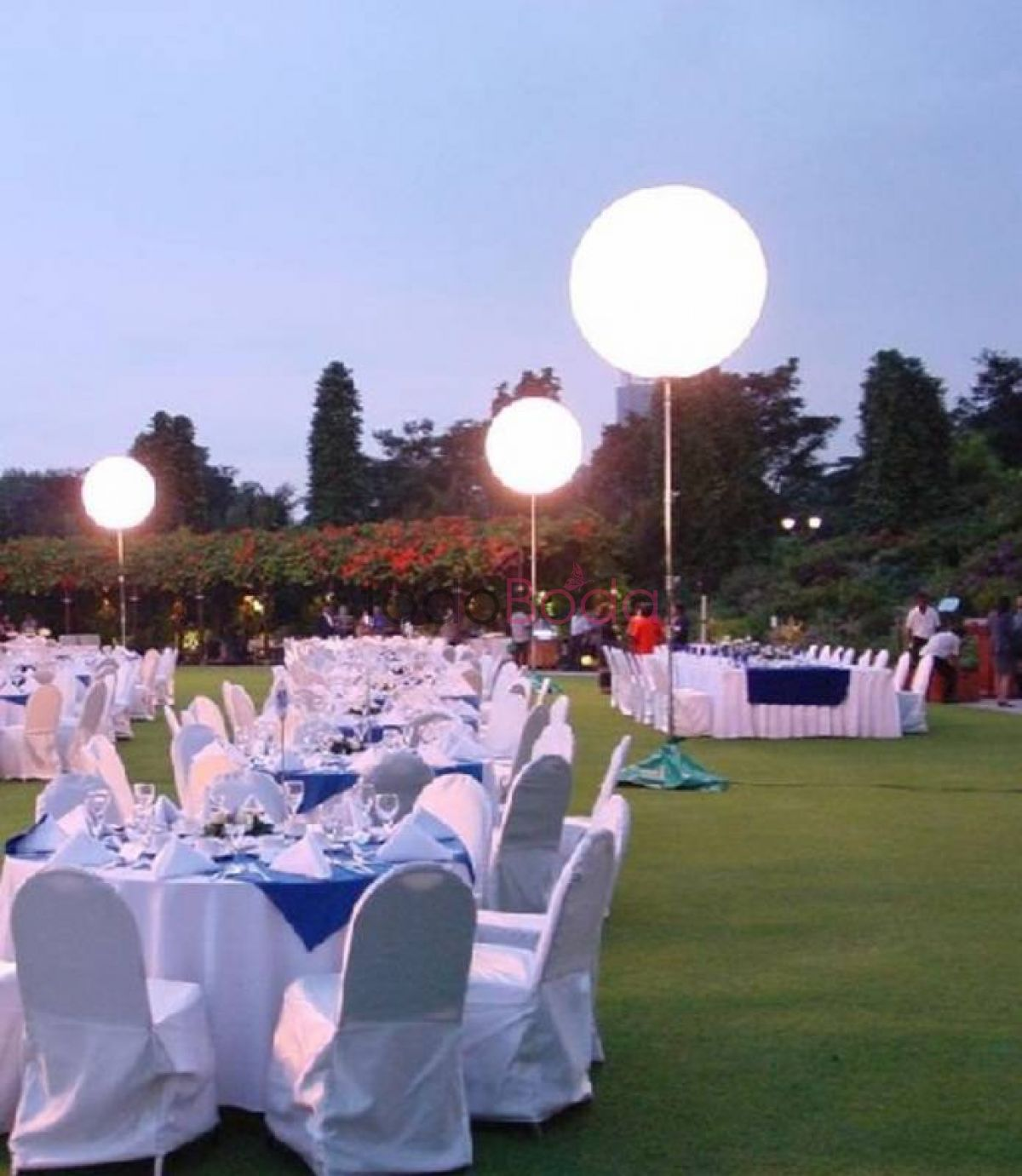 Tu boda en Airstar Space Lighting