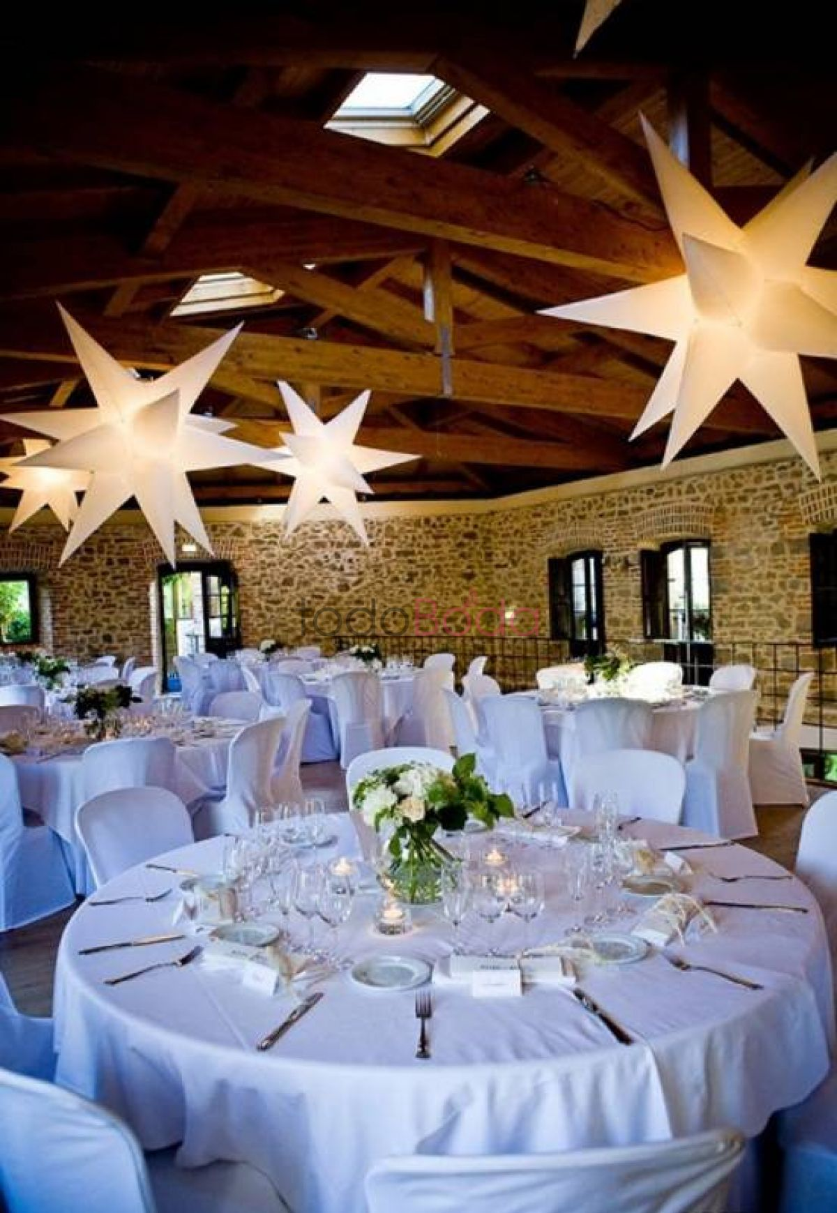 Tu boda en Airstar Space Lighting 3
