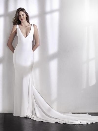 todoboda - 10 vestidos de novia con escotes atrevidos